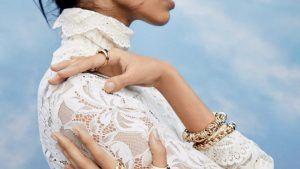 Многослойность в украшениях на пике моды