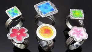 Серебряные кольца с эмалью: особенности, с чем выбрать и носить