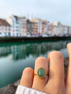 кольцо на женской руке