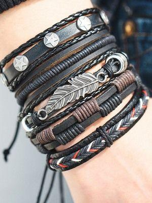 несколько браслетов на одной руке