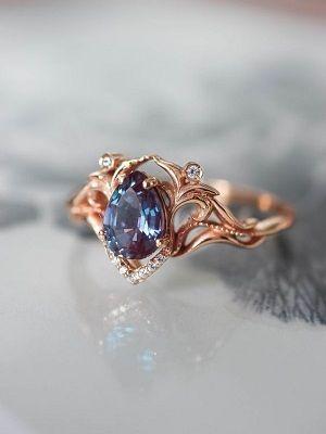 кольцо с александритом и бриллиантами