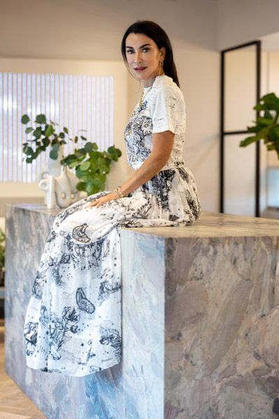 Ювелирный дизайнер Колетт Штекель в своем новом магазине