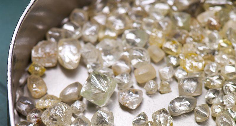 Необработанные алмазы