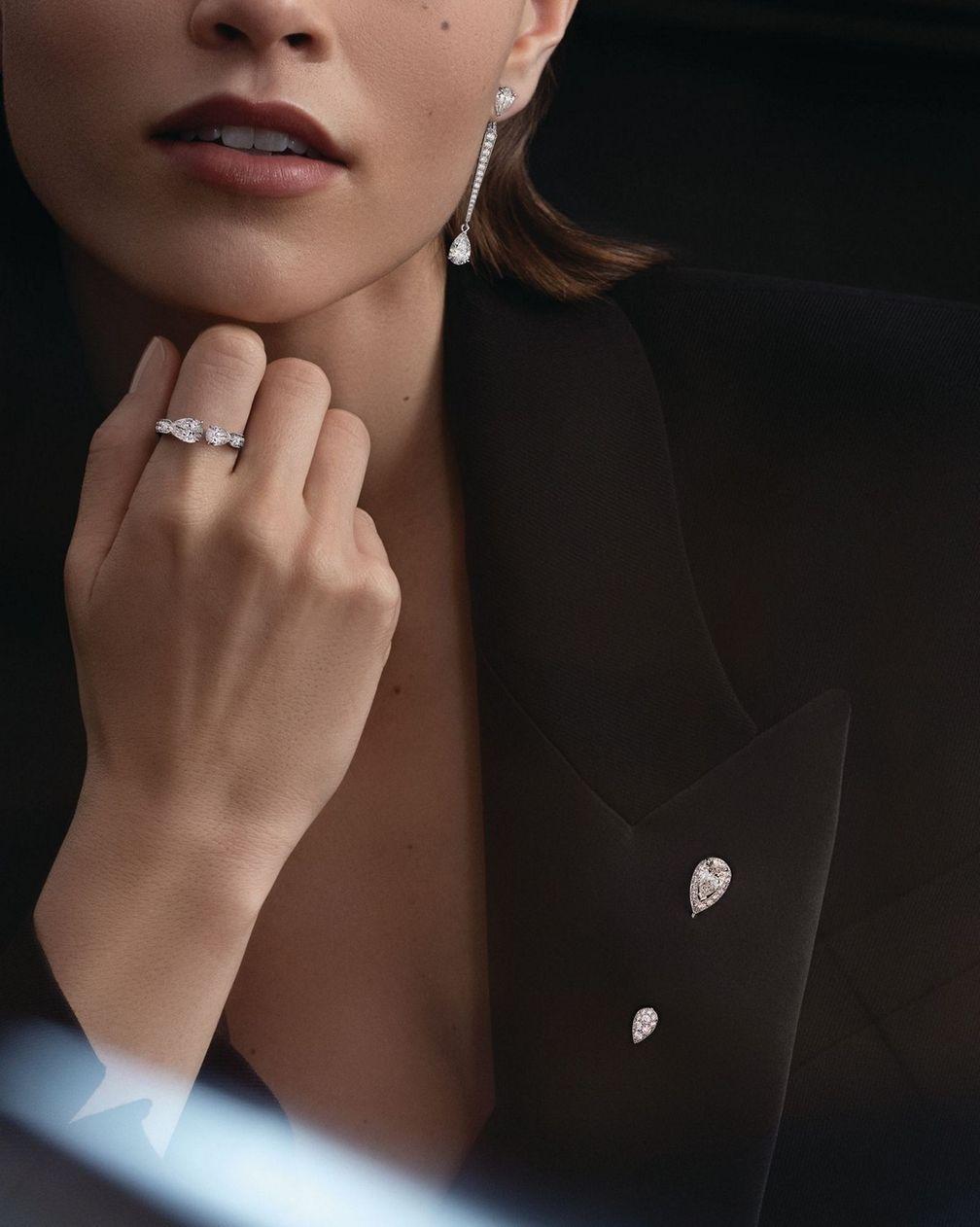Серьга и кольцо Joséphine Duo Éternal из белого золота с бриллиантами от Chaumet