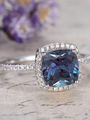 Серебряные кольца с александритом: особенности, с чем выбрать и носить