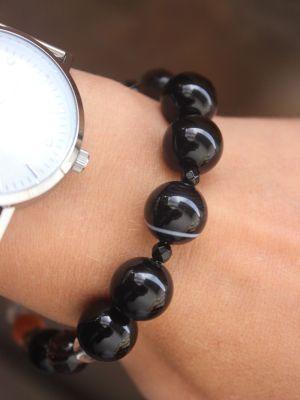 Женские браслеты с ониксом: особенности, как выбрать и носить