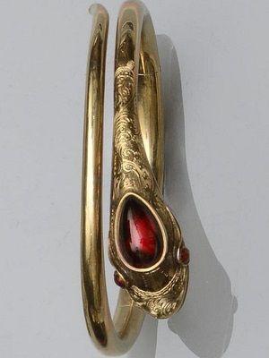 Золотой браслет с гранатом: особенности, как выбрать и носить