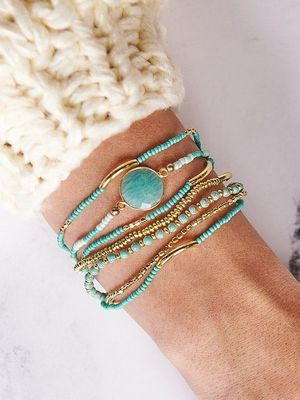 Золотые браслеты с бирюзой: особенности, как выбрать и носить