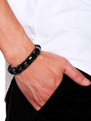 Мужские браслеты с гематитом: особенности, как выбрать и носить
