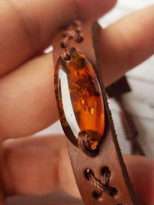 кожаный браслет с камнем