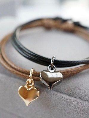 кожаный браслет с подвеской