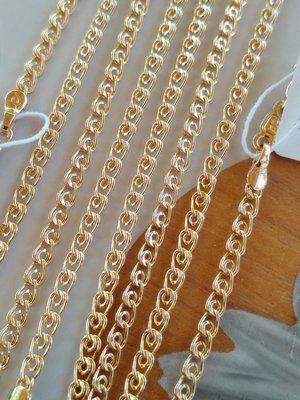 несколько золотых цепочек