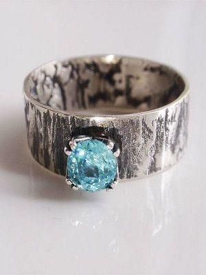 широкое кольцо с камнем