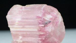 Поудреттеит (пудреттит) – редкий драгоценный камень