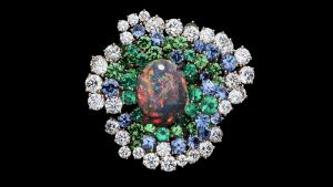 Новая коллекция высоких ювелирных украшений от Dior переносит розы в другое измерение