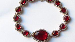 Золотой браслет с рубинами: особенности, как выбрать и носить