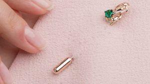 Золотые броши с изумрудами: особенности выбора украшения