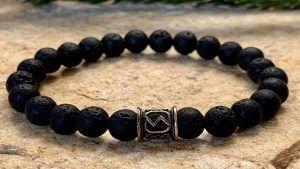 Браслет с лавовым камнем: особенности, как выбрать и носить