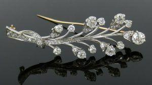 Броши с бриллиантами: особенности выбора украшения