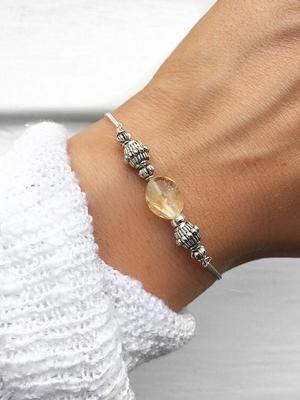 Серебряный браслет с цитрином: особенности выбора