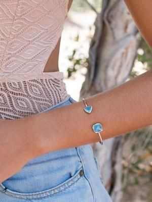 стильный браслет с камнями