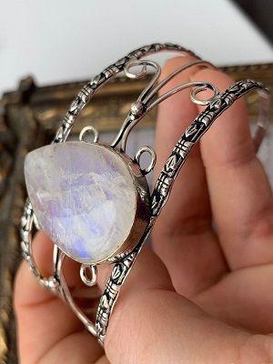 винтажное украшение с лунным камнем