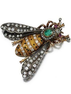 бриллиантовая брошь в виде насекомого