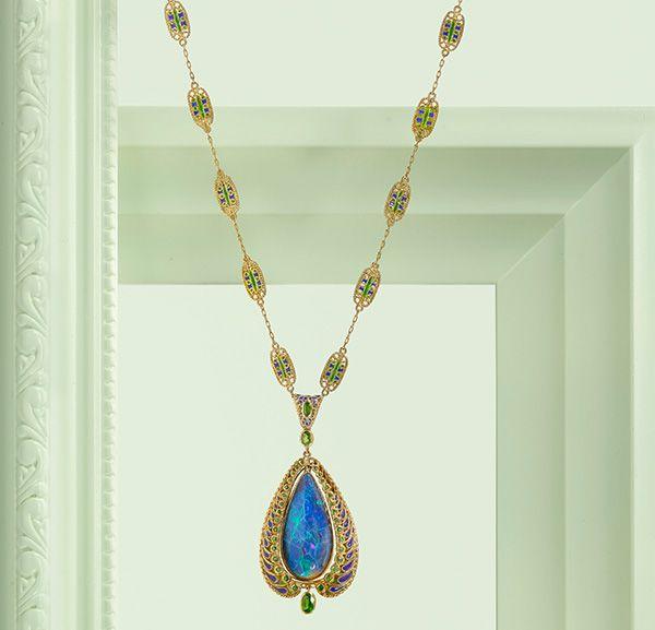Колье из 18-каратного золота с опалом, демантоидом и эмалью, Луис Комфорт Тиффани для Tiffany & Co., около 1900 года
