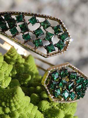 Золотой браслет с изумрудами: особенности, как выбрать и носить