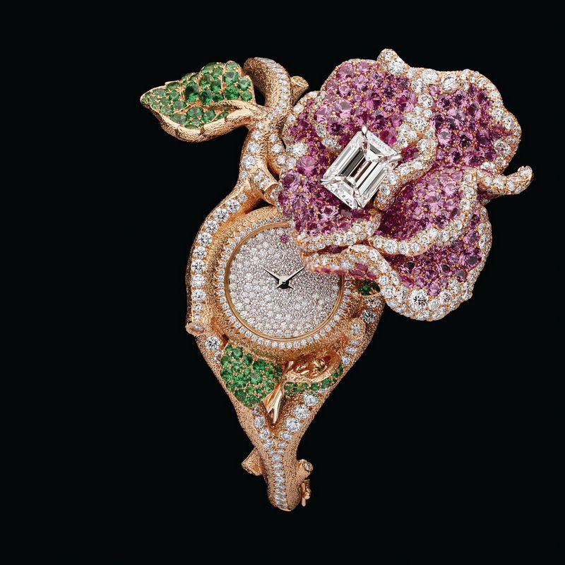 Часы Dior Rose secret из розового и белого золота с розовыми сапфирами, цаворитами и бриллиантами
