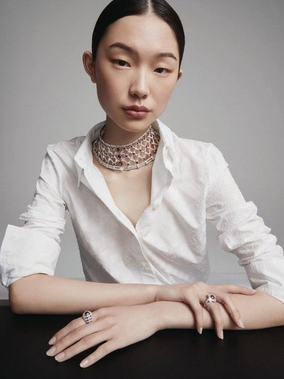 Колье и кольца Bravery от Louis Vuitton, все из белого золота с рубинами и бриллиантами