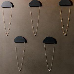 Индивидуальные дисплеи – дань уважения художнику Дональду Джадду и его минималистской атмосфере 1970-х годов
